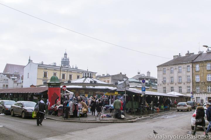 Vista del mercado de la Plaza Nueva en Cracovia, en Polonia