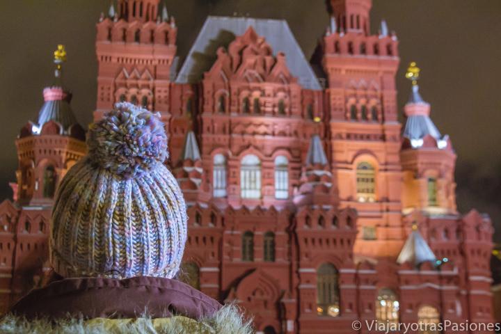 Pintoresca fachada del Museo Estatal de Historia en la plaza Roja en Moscú en Rusia