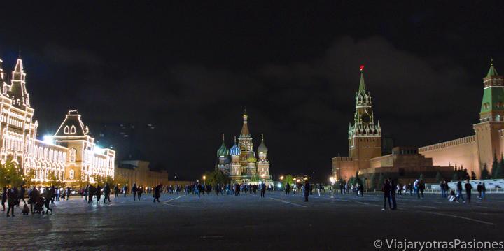 Panorámica nocturna de la plaza Roja en qué ver en Moscú, Rusia