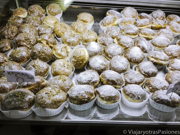 Muchos deliciosos bollos de la gastronomía polaca