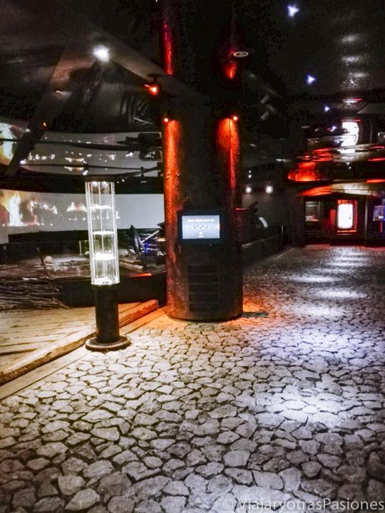 Interior del museo de Rynek Underground en el centro histórico de Cracovia, en Polonia