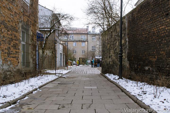 Típico callejón en el barrio judío de Kazimierz en Cracovia, Polonias