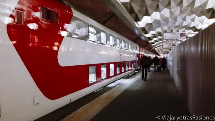 Famoso tren Flecha Roja para viajar entre San Petersburgo y Moscú en Rusia