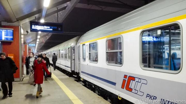 Tren para Ir a Cracovia desde Varsovia en Polonia