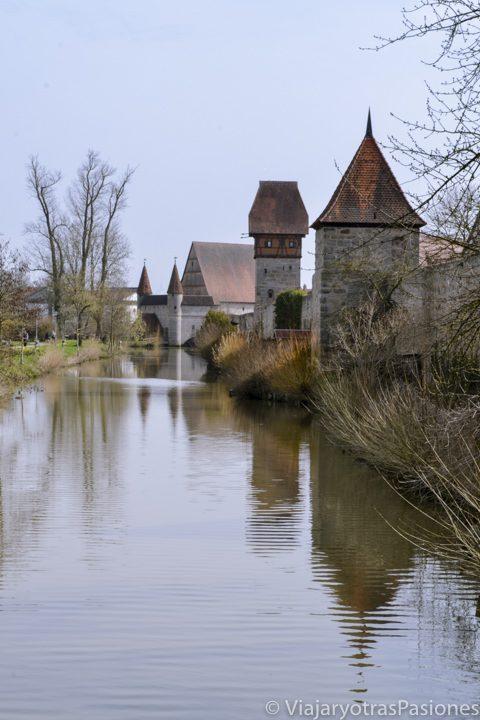 Espectacular muralla en el bonito pueblo de Dinkelsbühl en la Ruta Romántica en Alemania