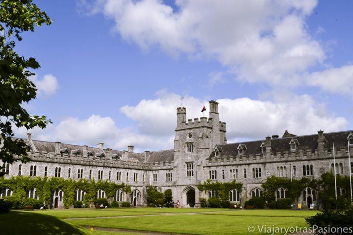 Fachada del University College de Cork en la ciudad de Cork en Irlanda