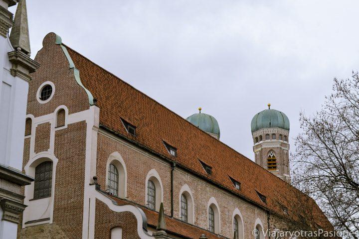 Exterior de la catedral de Frauenkirche en Múnich, Alemania