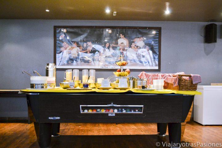 Desayuno en la cafetería/pub del Wombat hostel en Múnich en Alemania