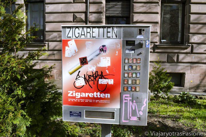 Típica máquina automática de tabaco en Nuremberg en Alemania