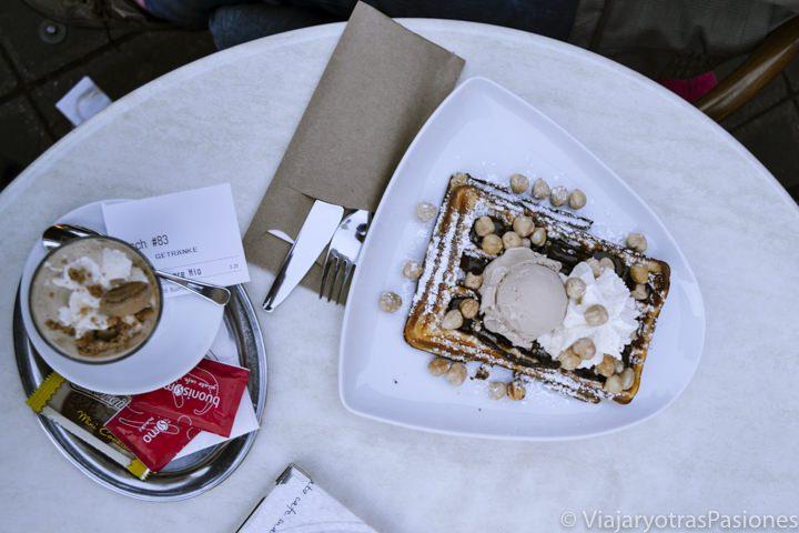 Delicioso postre en un restaurante de Nuremberg en Alemania