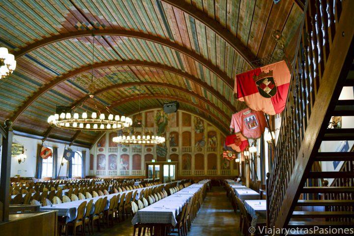 Salón interior de la cervecería Hofbräuhaus en Múnich en Alemania