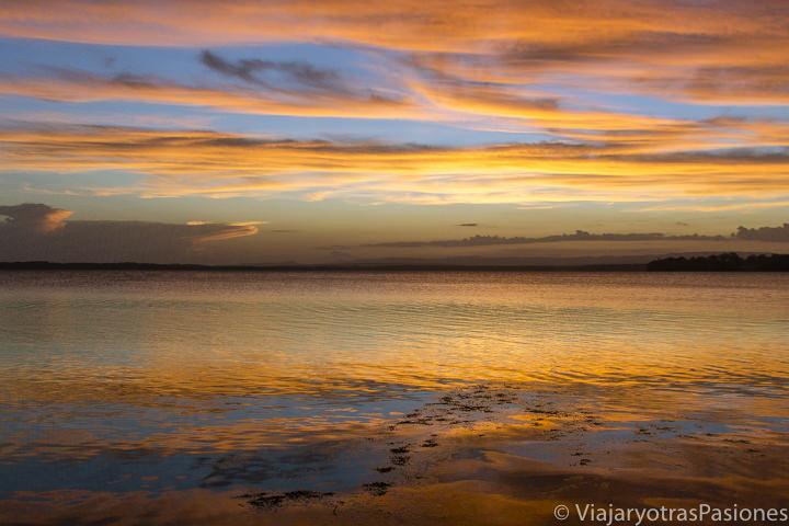 Espectaculares colores del atardecer en Jervis Bay, Australia