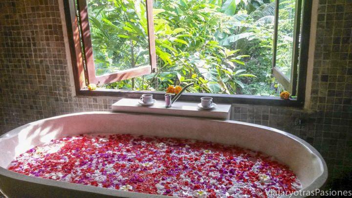 Maravilloso baño de flores en Ubud, en la isla de Bali