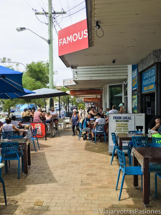 Calle principal en Huskisson en Jervis Bay, Australia