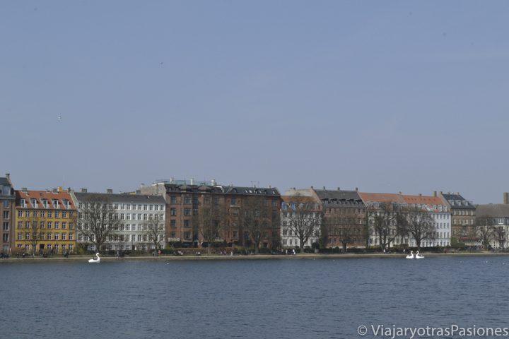 Lago Peblinge, al oeste del centro de la ciudad de Copenhague