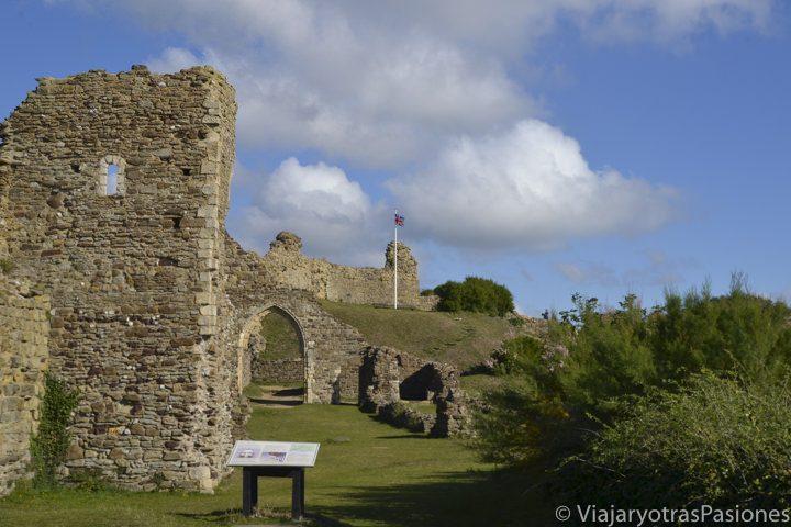 Parte del castillo en ruinas de Hastings, sur de Inglaterra