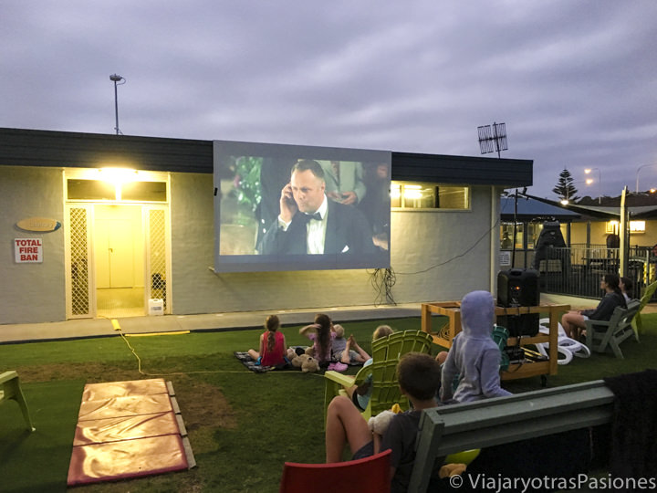 Cinema en el camping de Burrill Lake, cerca de Jervis Bay, Australia