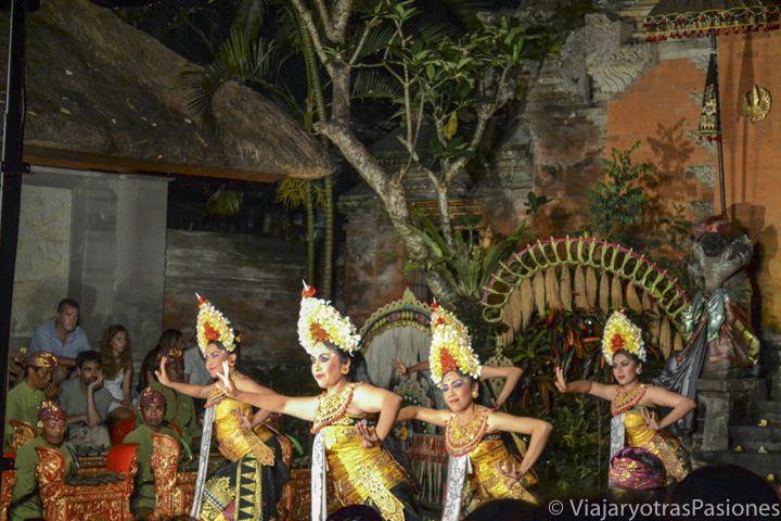 Danzas balinesas en el Palacio de Ubud, el la isla de Bali