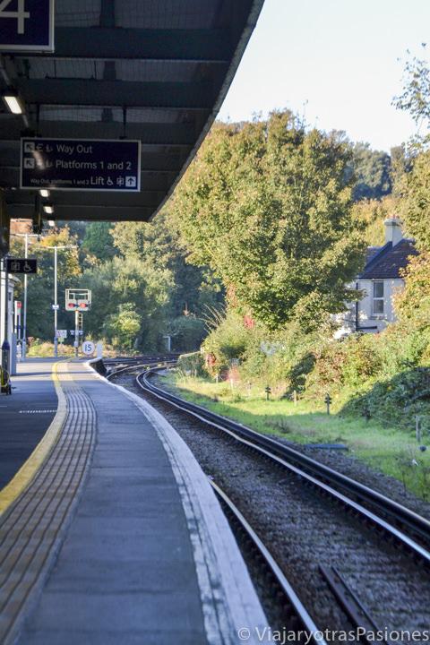 Panorama de una típica vía del tren en Inglaterra