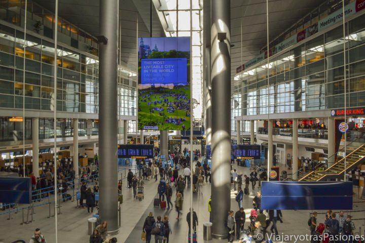 Interior del aeropuerto de Copenhague