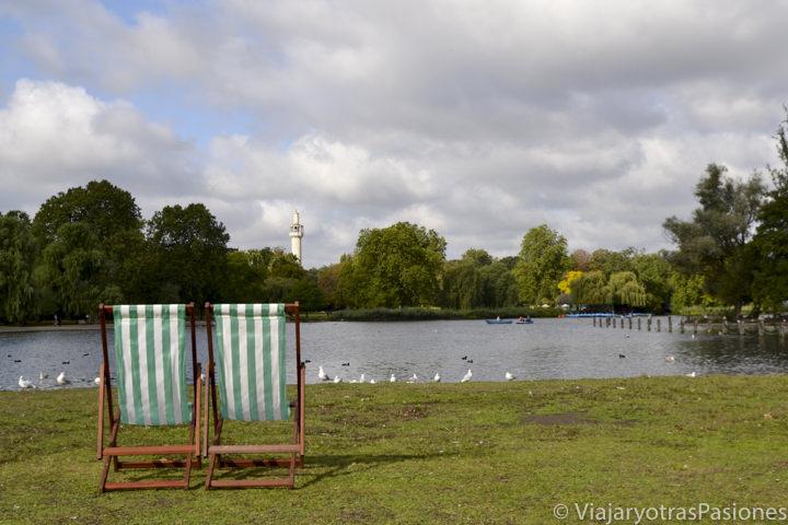 Hermoso panorama cerca de lago de Regent's Park en Londres, Reino Unido