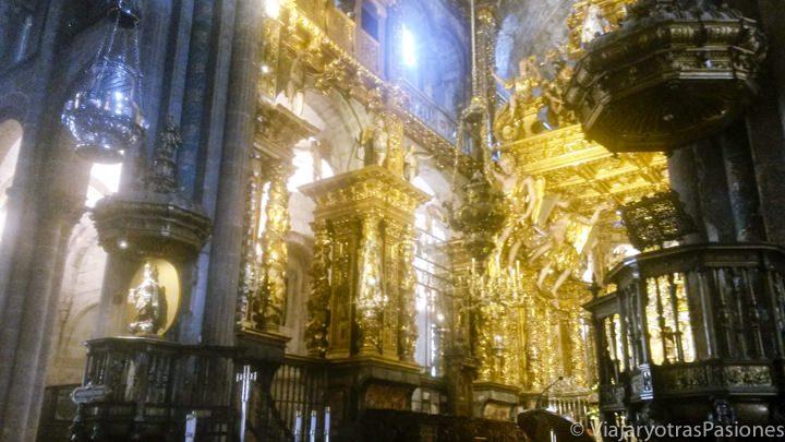 Interior de la famosa Catedral de Santiago de Compostela en España