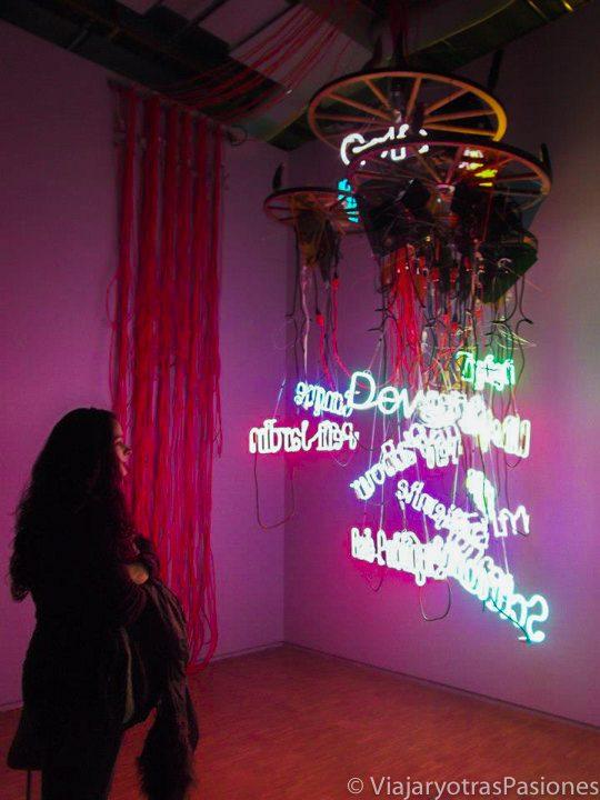 Juego de luces en el increíble Centro Pompidou, Paris