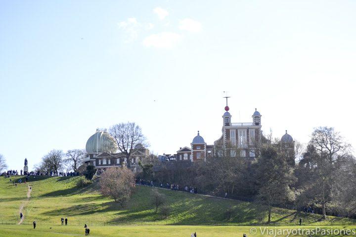 Vista del observatorio y del parque de Greenwich en Londres, Inglaterra