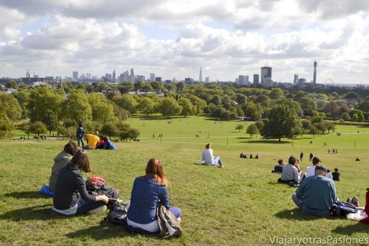 Espectacular vista del centro del Londres desde Primrose Hill, Inglaterra