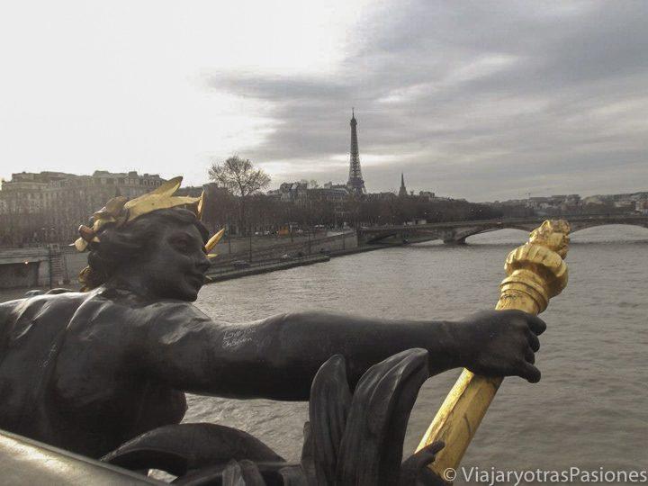 Detalle del puente Alexandre III, París