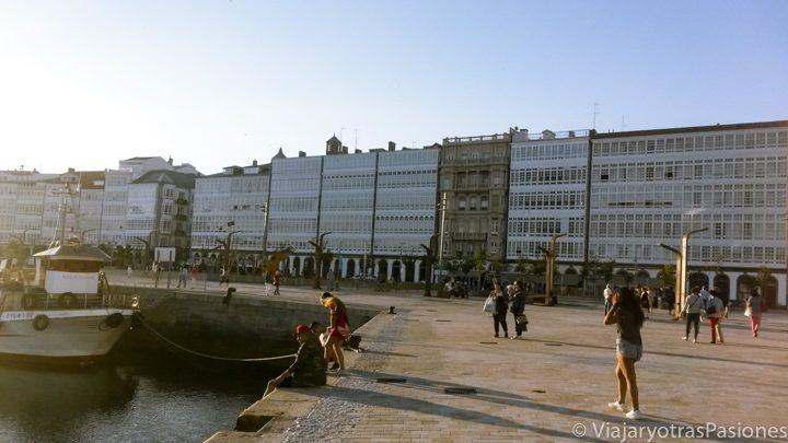 Vista del puerto e A Coruña en España