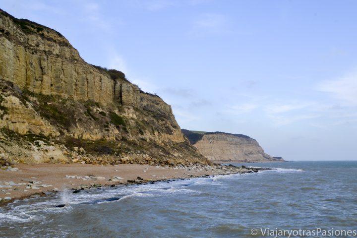 Acanrilados cerca de la ciudad costera de Hasting, Inglaterra
