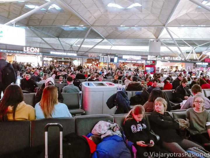 Sala interior del aeropuerto de Stansted, Inglaterra