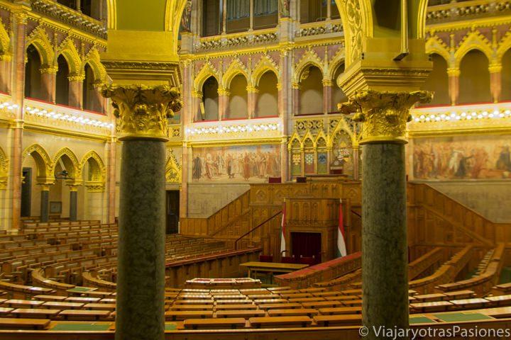 Interior del Parlamento de Budapest, en Hungría