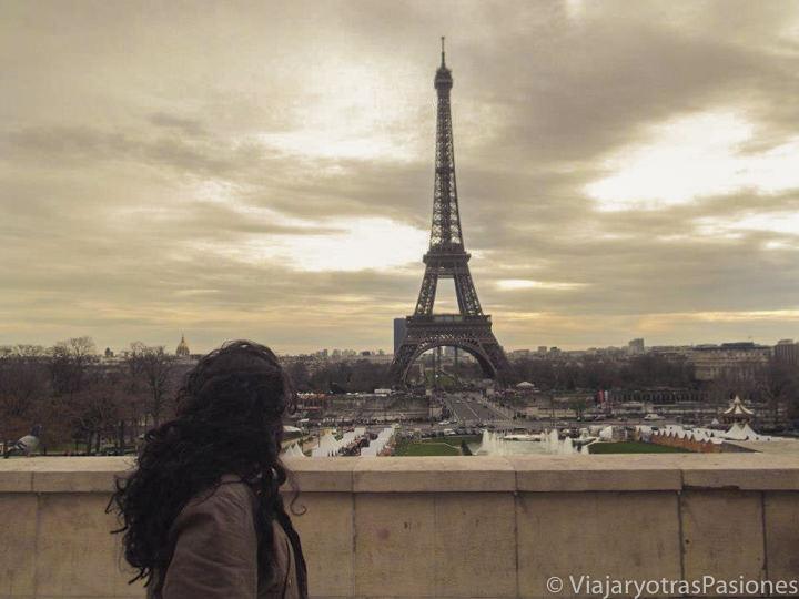 Panorama de la famosa Tour Eiffel en Francia