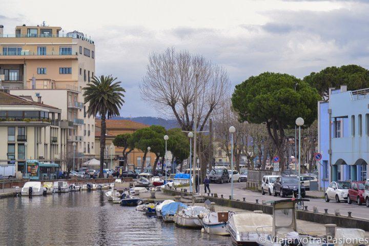 Vista del canal Burlamacca en Viareggio, en Toscana