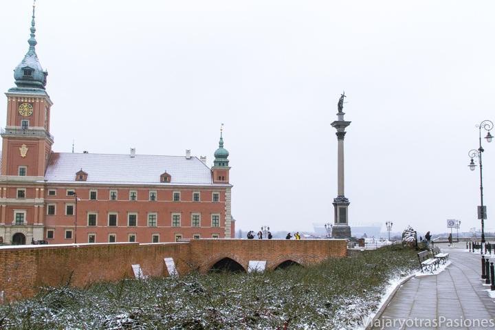 Vista del castillo de Varsovia en el centro de la ciudad, en Polonia