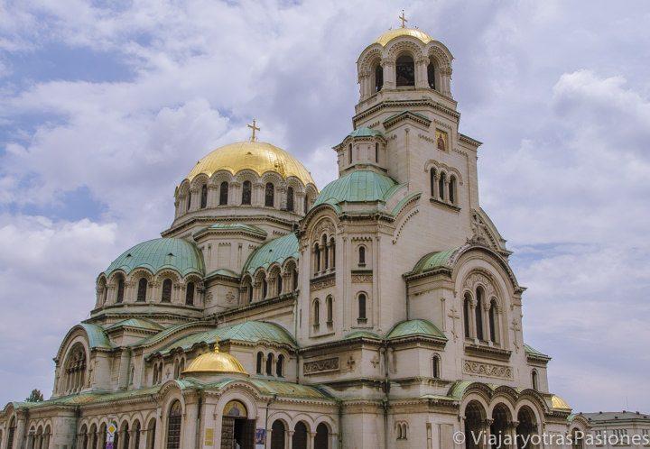 Exterior de la Catedral de Aleksander Nevski, en Sofía, Bulgaria