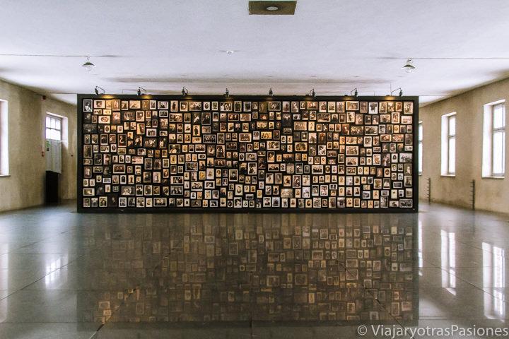 Exposición interior en el Museo del Campo de Auschwitz-Birkenau, Polonia