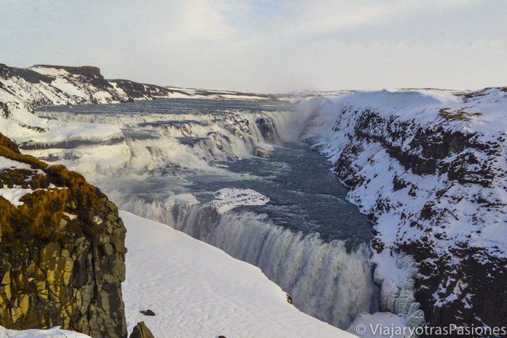 La imponentes cascadas Gulfoss en la excursión al Círculo Dorado, en Islandia