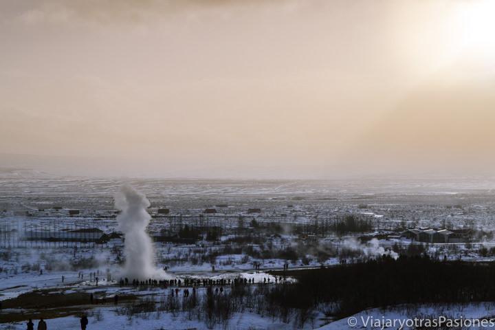 Increíble panorama de la zona de los géiseres cerca de Reikiavik, Islandia