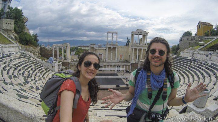 El teatro romano de Plovdiv, en el centro de la bonita ciudad de Plovdiv, Bulgaria