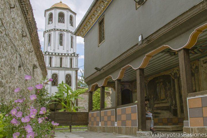 Bonita vista de la iglesia de los Santos Constantino y Helena en Plovdiv, Bulgaria