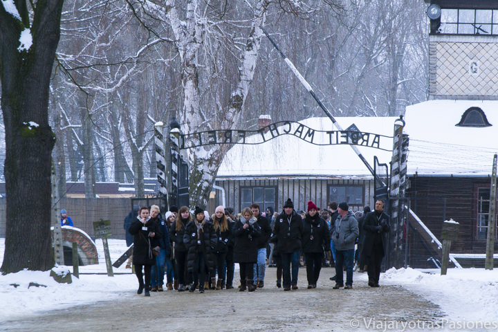 Famosa entrada del campo de concentración de Auschwitz, en Polonia