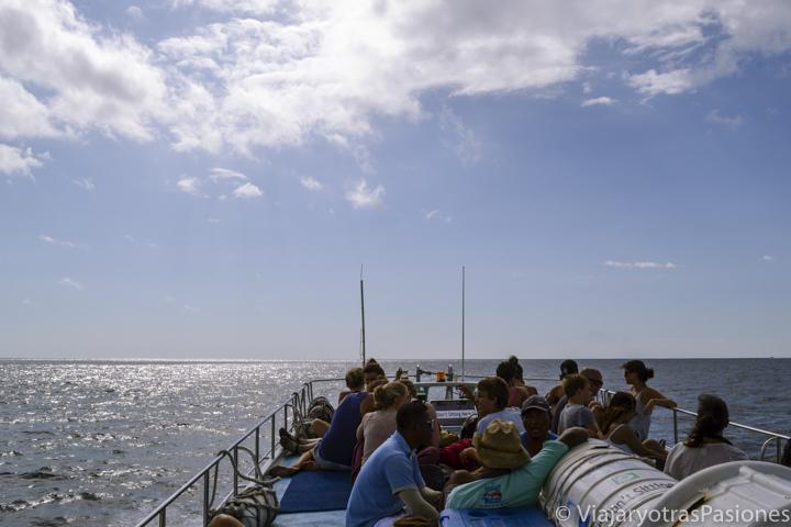 Techo del barco para ir desde Bali a las Gili Islands, Indonesia