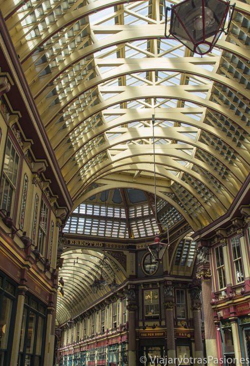 Detalle del techo del Leadenhall Market, uno de los mercados más antiguos de Londres