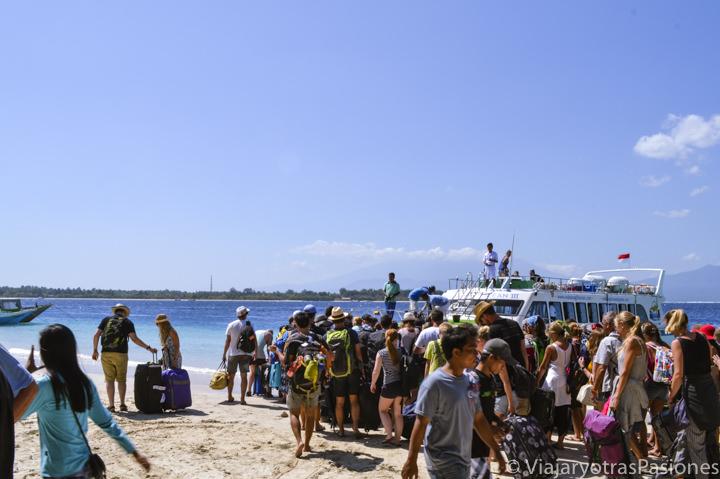 Llegada en barco a la playa de Gili Trawangan, Indonesia