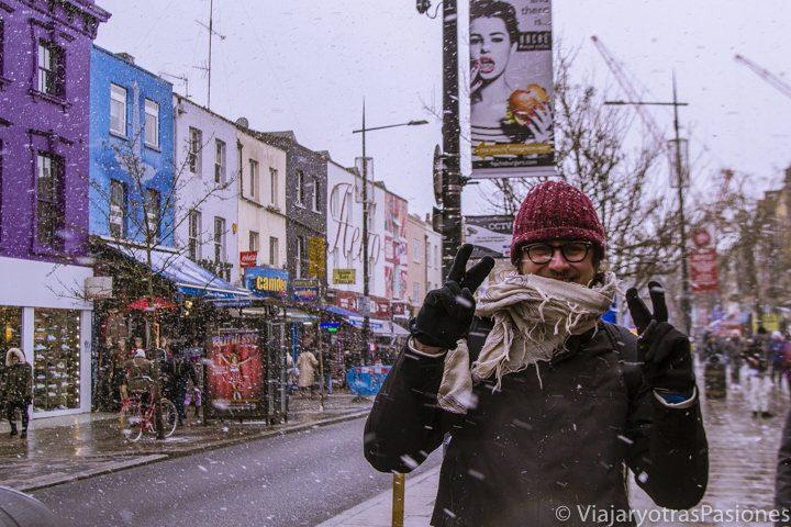 Mucha nieve en Camden Town en Londres, Inglaterra