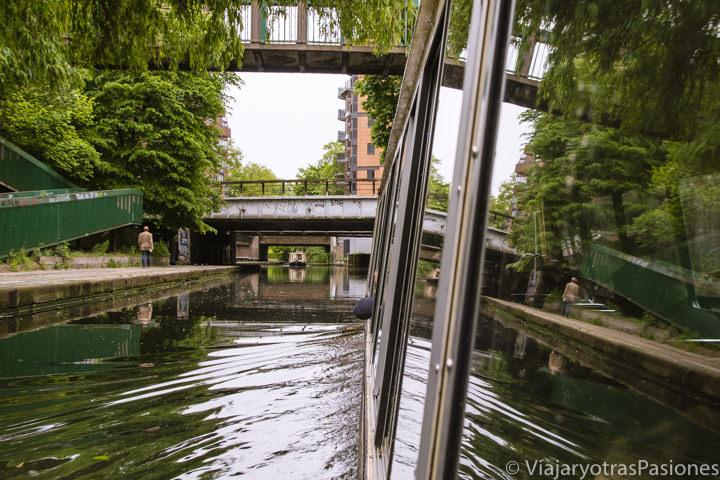 En los canales de Londres en el Regent's Canal