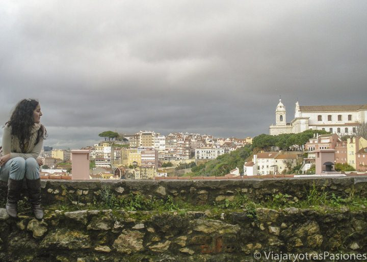 Vista de Lisboa desde uno de los miradores del barrio de Alfama.